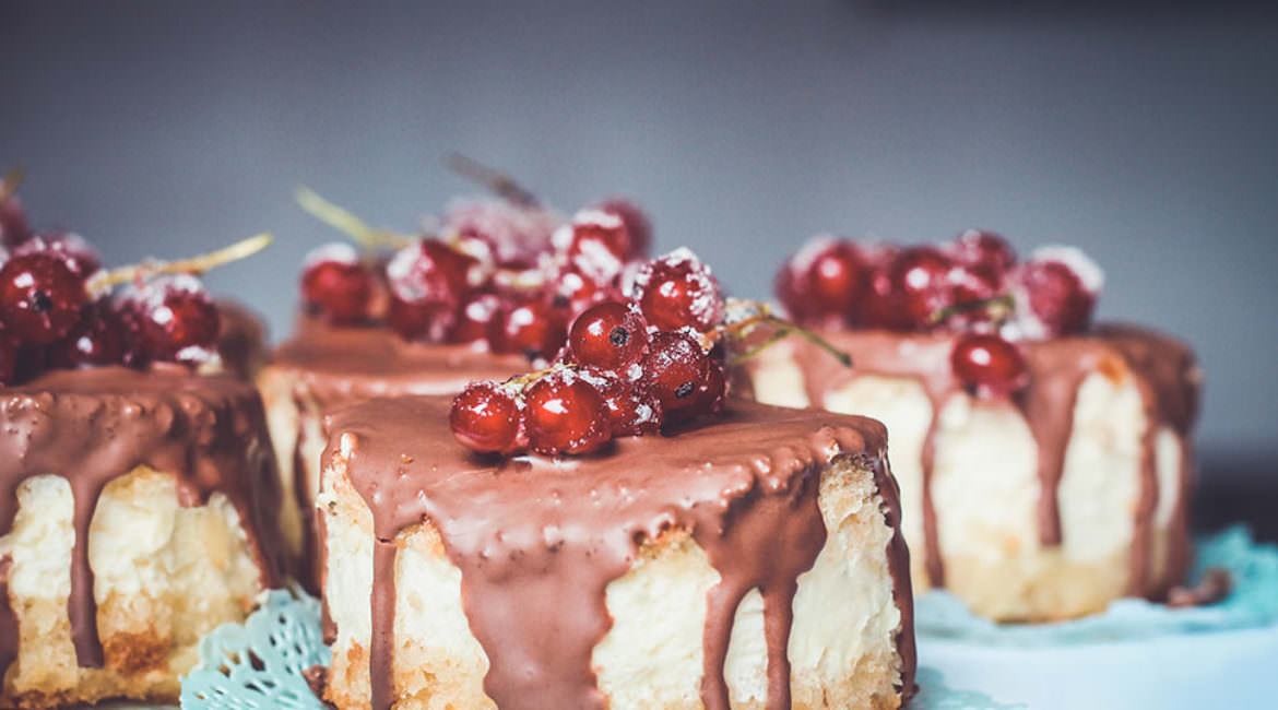 New and tasty cakes with raspberries